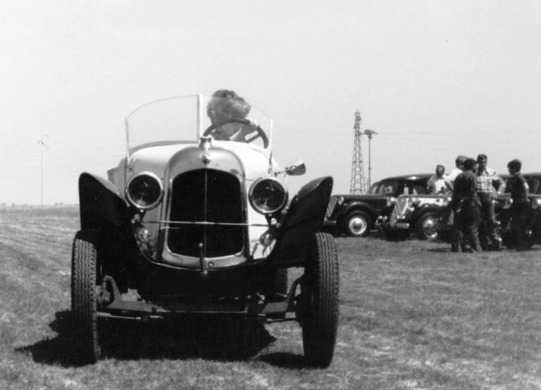 1970 B2 Caddy 1923 en promenade à Ablis