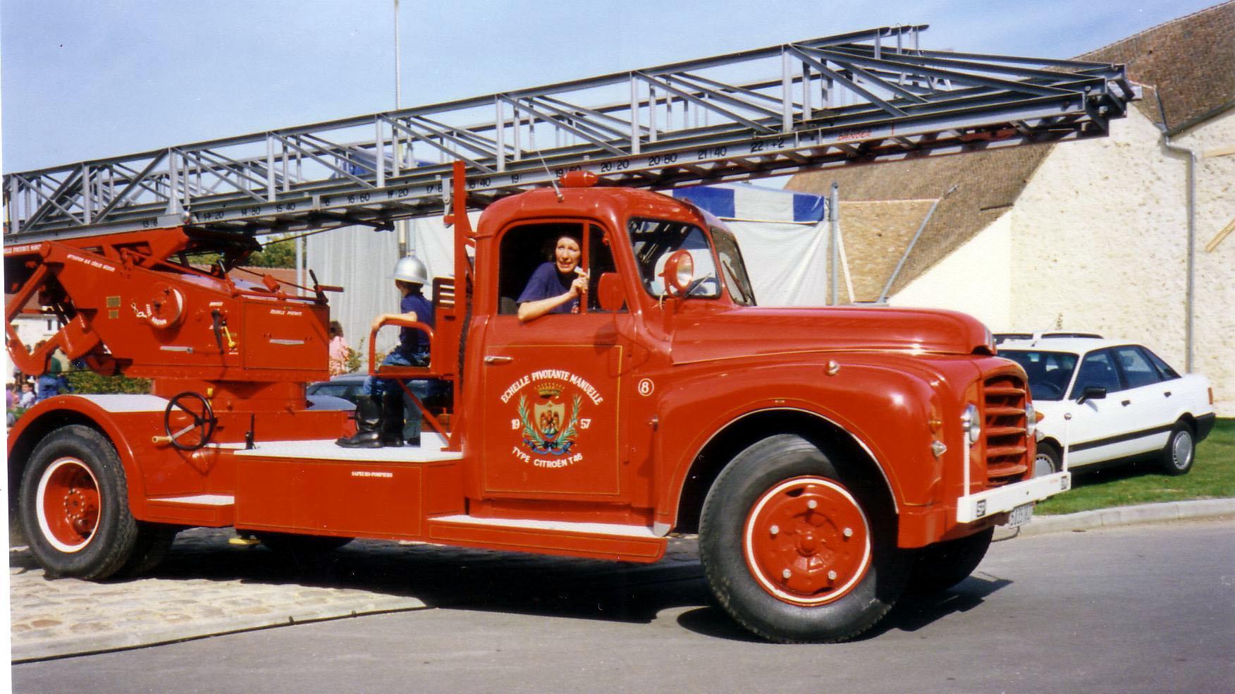 1957 Camion pompier T46 Grande Echelle