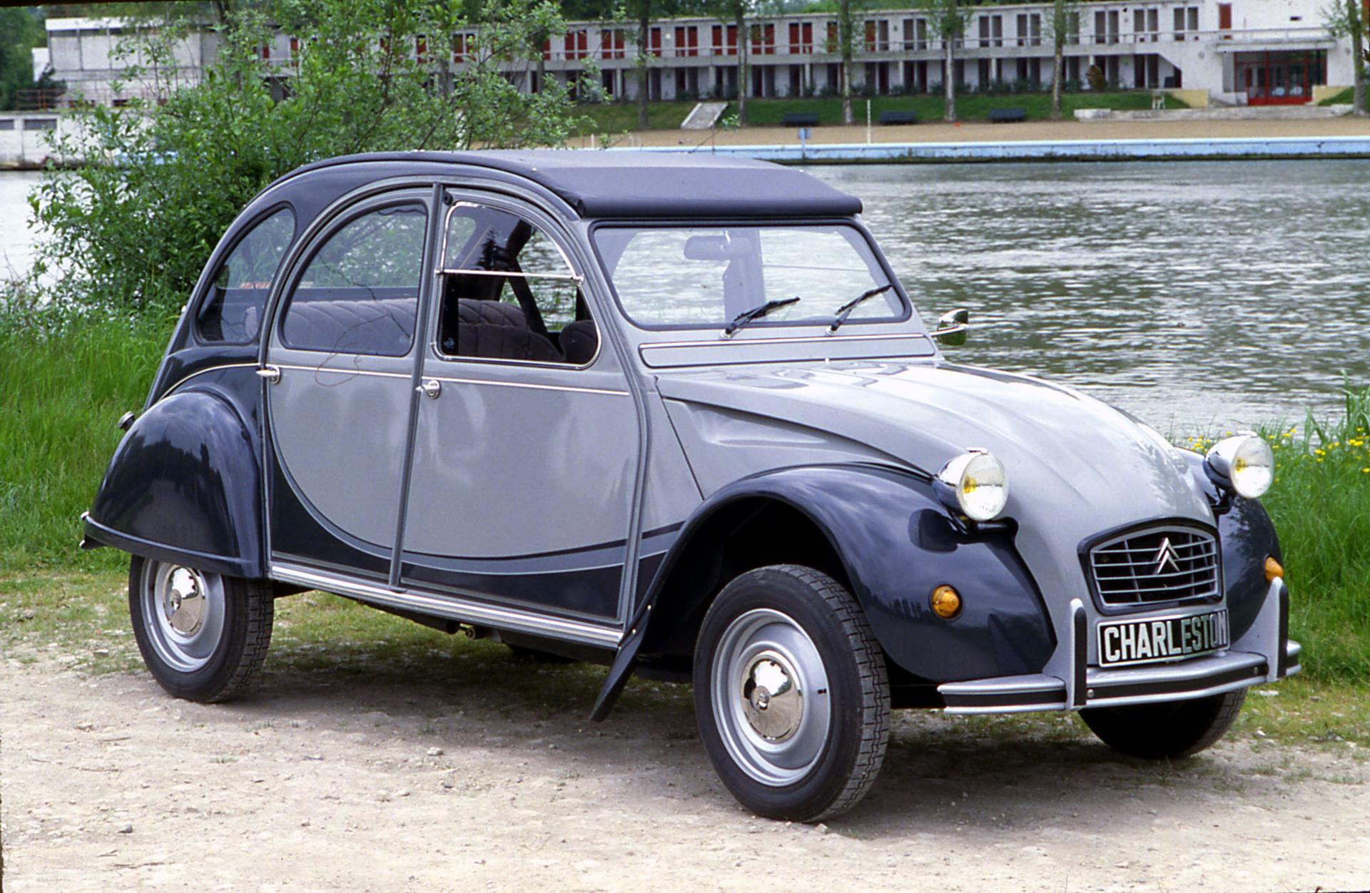 Citroën 2CV Charleston copyright Perrin
